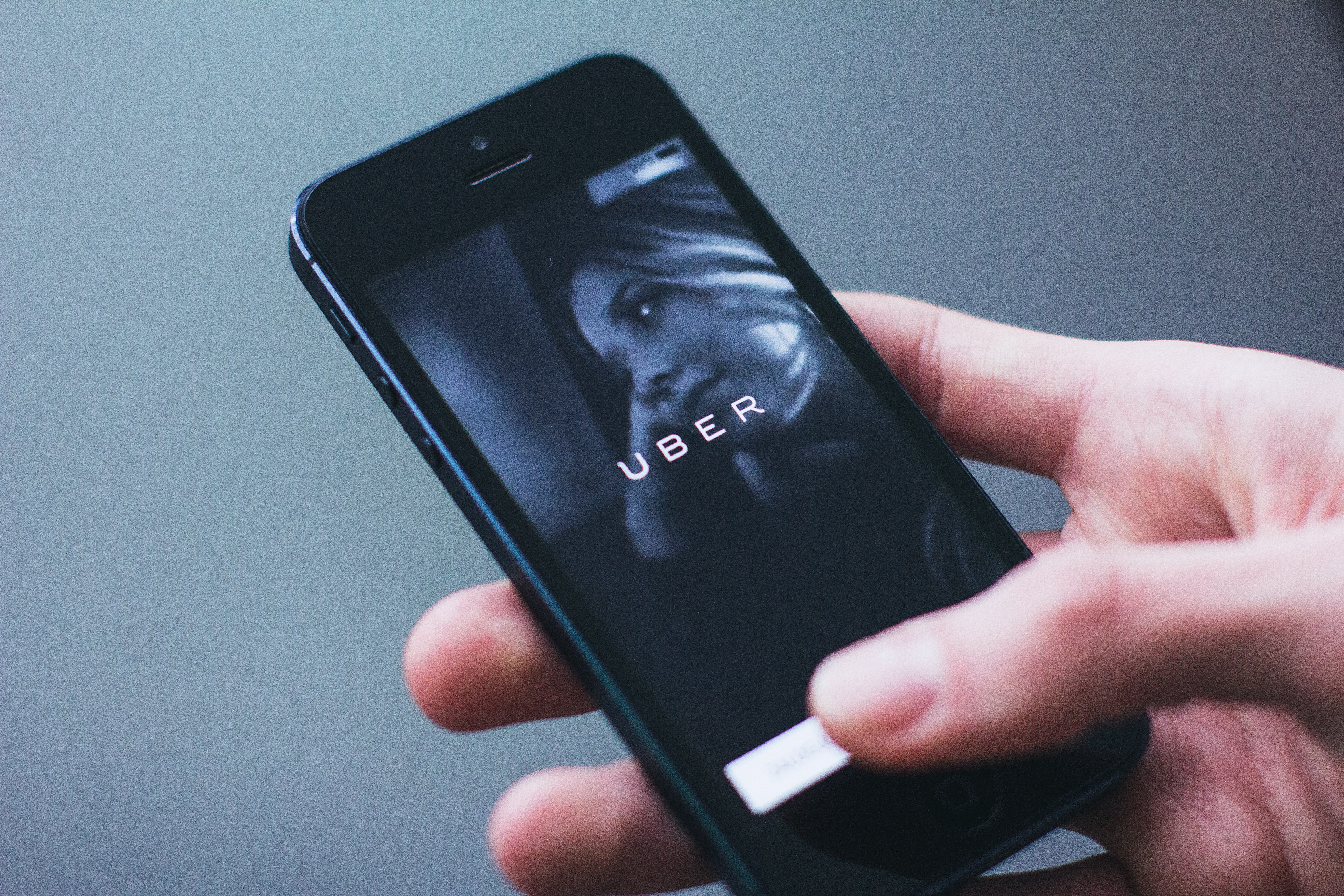 Passenger Files Suit Against UBER After Driver Uploads Explicit Photos from Phone to Social Media